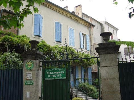 Le jardin des Glycines : Bed and Breakfast near Mane
