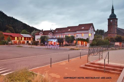 Logis Hotel des Lacs : Hotel near Vieux-Moulin