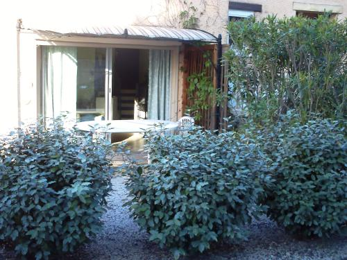 STUDIO - LA REVERDIE : Guest accommodation near Entraigues-sur-la-Sorgue