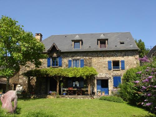 La Maison Bleue : Bed and Breakfast near Savignac-Lédrier