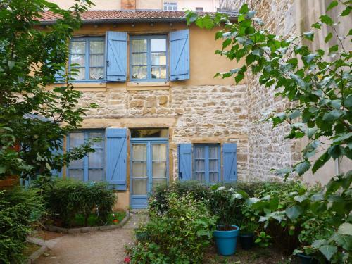 La marionnette du plateau : Guest accommodation near Collonges-au-Mont-d'Or