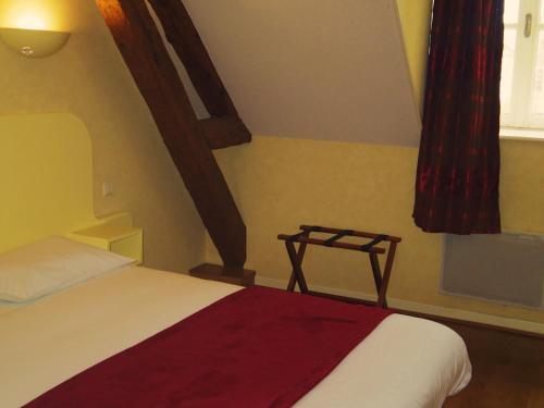 Hôtel La Reconce : Hotel near Saint-Maurice-lès-Châteauneuf