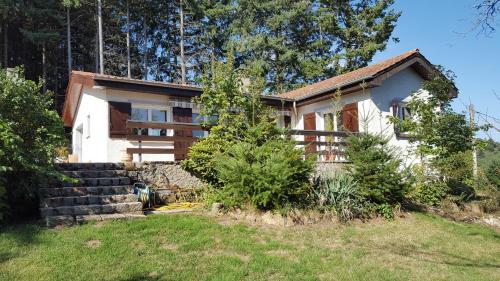 La Villa du Chatelard : Guest accommodation near Saint-Bonnet-des-Quarts