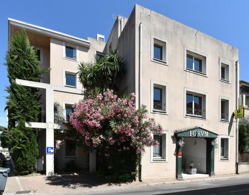 Hotel du Forum - Logis : Hotel near Carpentras