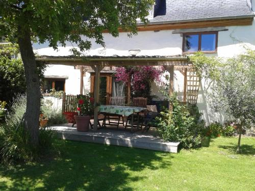 Chambres d'Hôtes Maison Paillet : Bed and Breakfast near Montory