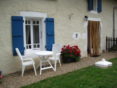 Maison Des Fleurs : Guest accommodation near Saint-Angeau