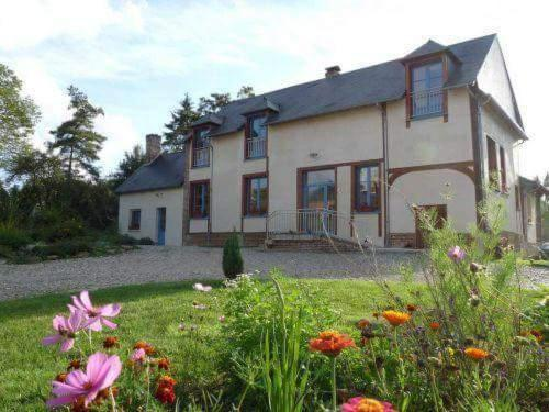Le Moulin Aux Moines : Bed and Breakfast near Pisseleu