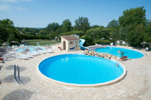 Camping le Clou : Guest accommodation near Marnac