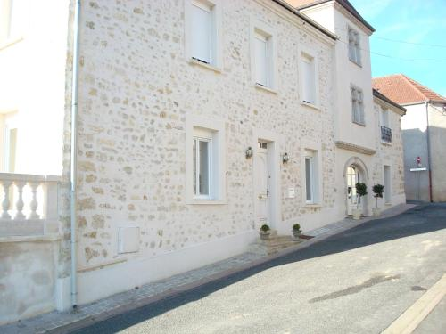 Chambres d'hotes Karine SMEJ : Bed and Breakfast near Verneuil