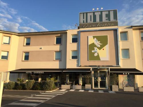 Hôtel Gardenia Bordeaux Est : Hotel near Montussan