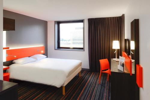 ibis Styles Caen centre gare : Hotel near Hubert-Folie