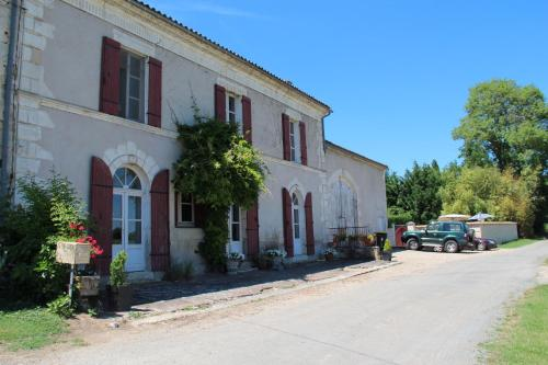 Le Grand Cep : Bed and Breakfast near Saint-Martin-de-Lerm