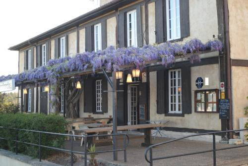 Hôtel Les Escalandes : Hotel near Laluque