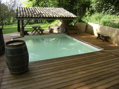 La Cigogne : Bed and Breakfast near Castelnau-sur-Gupie