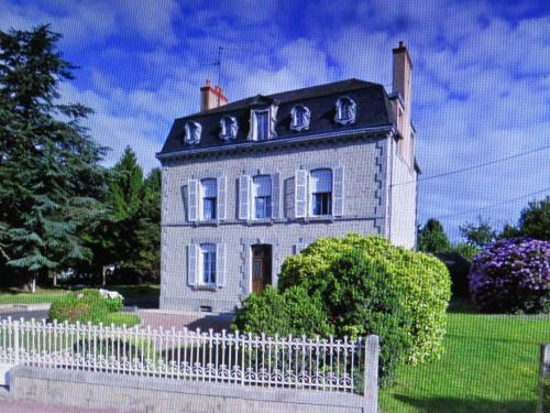 La Datiniere : Bed and Breakfast near Monthault