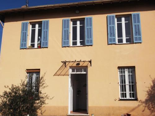 Appartement Louise-Eugenie : Apartment near Saint-Laurent-du-Var