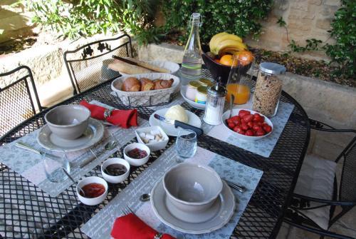 La Maison De Vélina : Bed and Breakfast near Saint-Bonnet-du-Gard