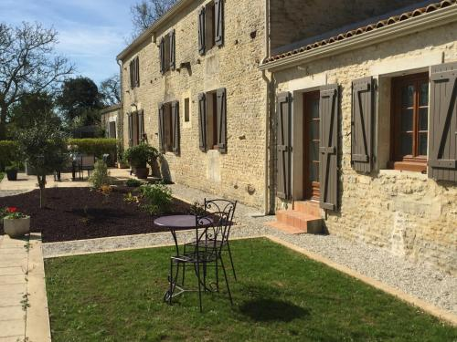 Au Clos Des Templiers : Bed and Breakfast near Charron