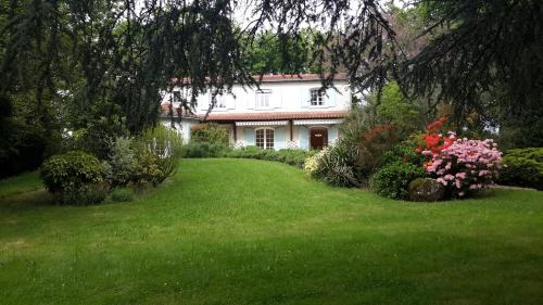 Domaine de la petite salamandre : Bed and Breakfast near Cerizay