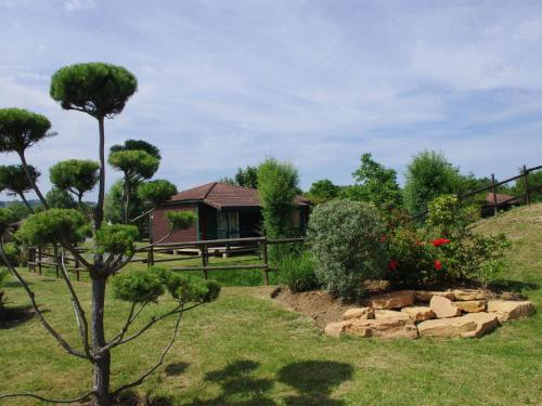 Holiday home Les Portes Du Beaujolais 2 : Guest accommodation near Frontenas