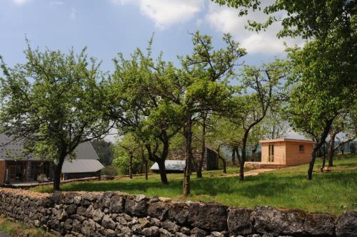 Les Volca'lodges de Tournebise : Hotel near Mazaye