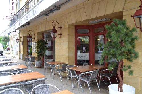 Hôtel Restaurant Le Victor Hugo : Hotel near Montazeau