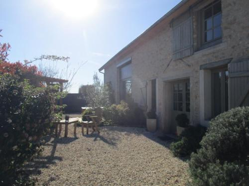 la grange aux hirondelles : Bed and Breakfast near Neure