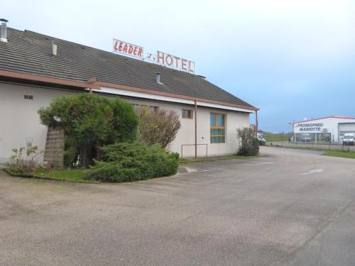 Leader Hôtel : Hotel near Champdivers