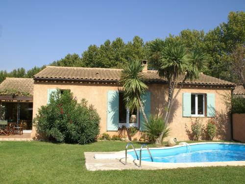 Maison De Vacances - Noves 2 : Guest accommodation near Noves
