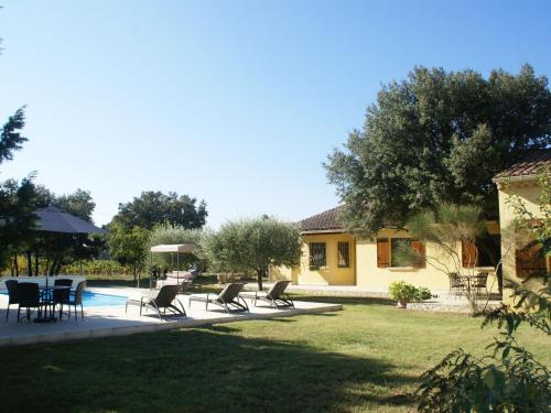Villa - Sorgues : Guest accommodation near Bédarrides