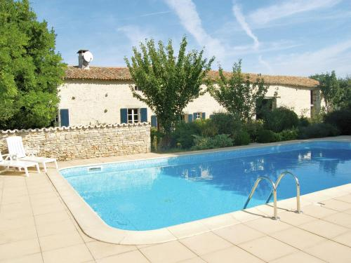 Maison De Vacances - St. Macoux : Guest accommodation near Linazay