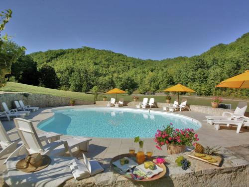 Domaine Font Neuve : Guest accommodation near Peyrillac-et-Millac