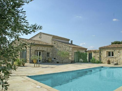 Maison De Vacances - Montfrin : Guest accommodation near Théziers