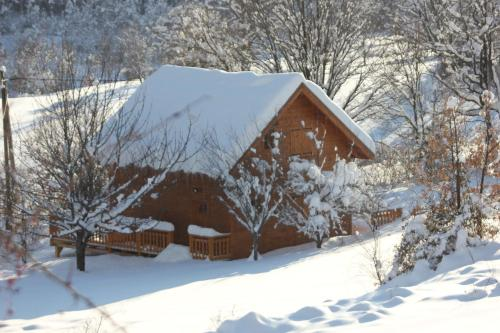 Le Chalet du Berger : Guest accommodation near Briançonnet