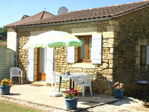 Maison De Vacances - Prats-De-Carlux 2 : Guest accommodation near Simeyrols