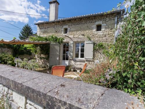 Maison De Vacances - Vienne : Guest accommodation near Monts-sur-Guesnes
