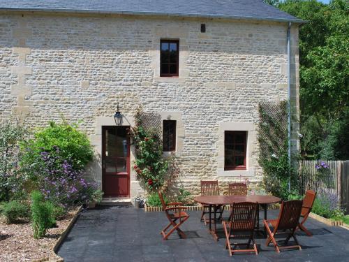 Le Pressoir Du Château : Guest accommodation near Creully