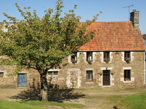 Maison De Vacances - Sourdeval-Les-Bois 1 : Guest accommodation near Chevry