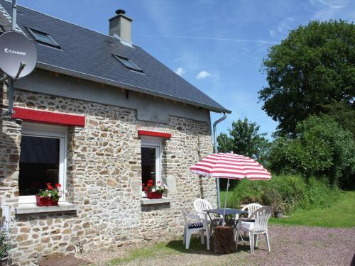 Maison De Vacances - Millieres : Guest accommodation near Montcuit