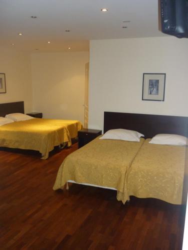 Hôtel Mimosa : Hotel near Paris 10e Arrondissement