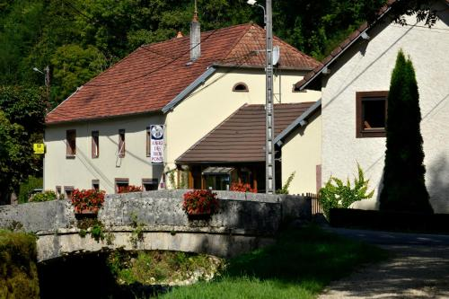 L'auberge Des 3 Ponts : Hotel near Belvoir
