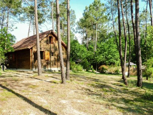 Chalet Carsac-De-Gurson : Guest accommodation near Nastringues