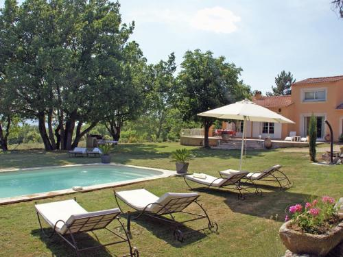 Le Grand chêne : Guest accommodation near Sainte-Croix-à-Lauze