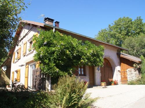 Maison De Vacances - La Chapelle-Aux-Bois : Guest accommodation near Montcourt