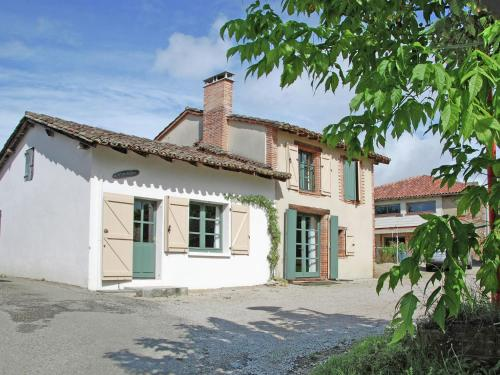 Maison De Vacances - Piquecos : Guest accommodation near Montfermier