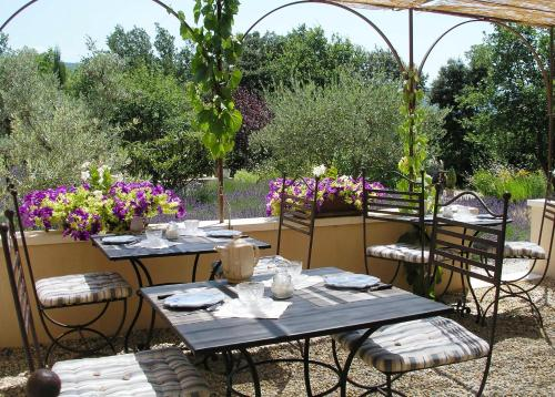 Le clos des lavandes : Bed and Breakfast near Lacoste