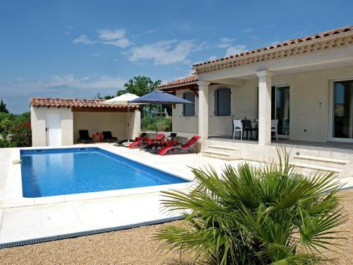 Entre Vignes Et Oliviers : Guest accommodation near Sainte-Cécile-les-Vignes