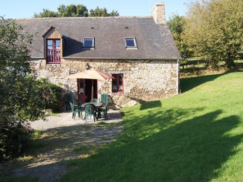L Eguillere : Guest accommodation near Baguer-Pican