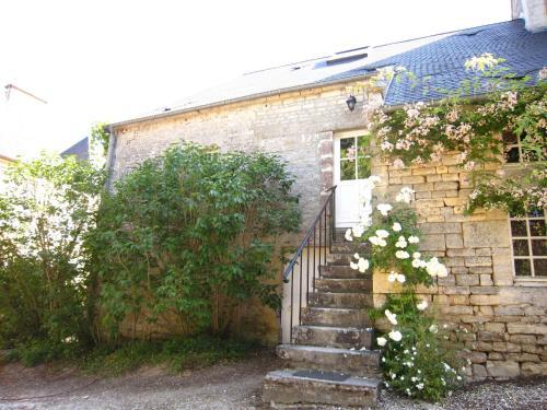 La Grange Du Château : Guest accommodation near Thaon