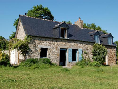 Holiday home Les Volets Bleus 1 : Guest accommodation near Baguer-Morvan